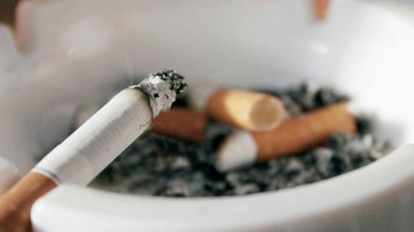 Kako pitati svoju djevojku za pušenje